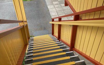 Livsfarlige trapper ble trygge med sklisikring